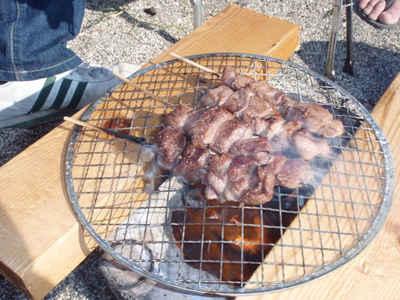 猪肉串焼きの七輪炭火焼き 高さ調整
