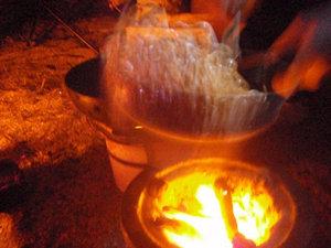 七輪の超強火で中華鍋