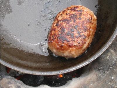 七輪BBQで作る炭火焼きハンバーグ