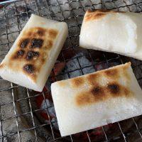 七輪炭火でこんがり焼き目のついた切り餅