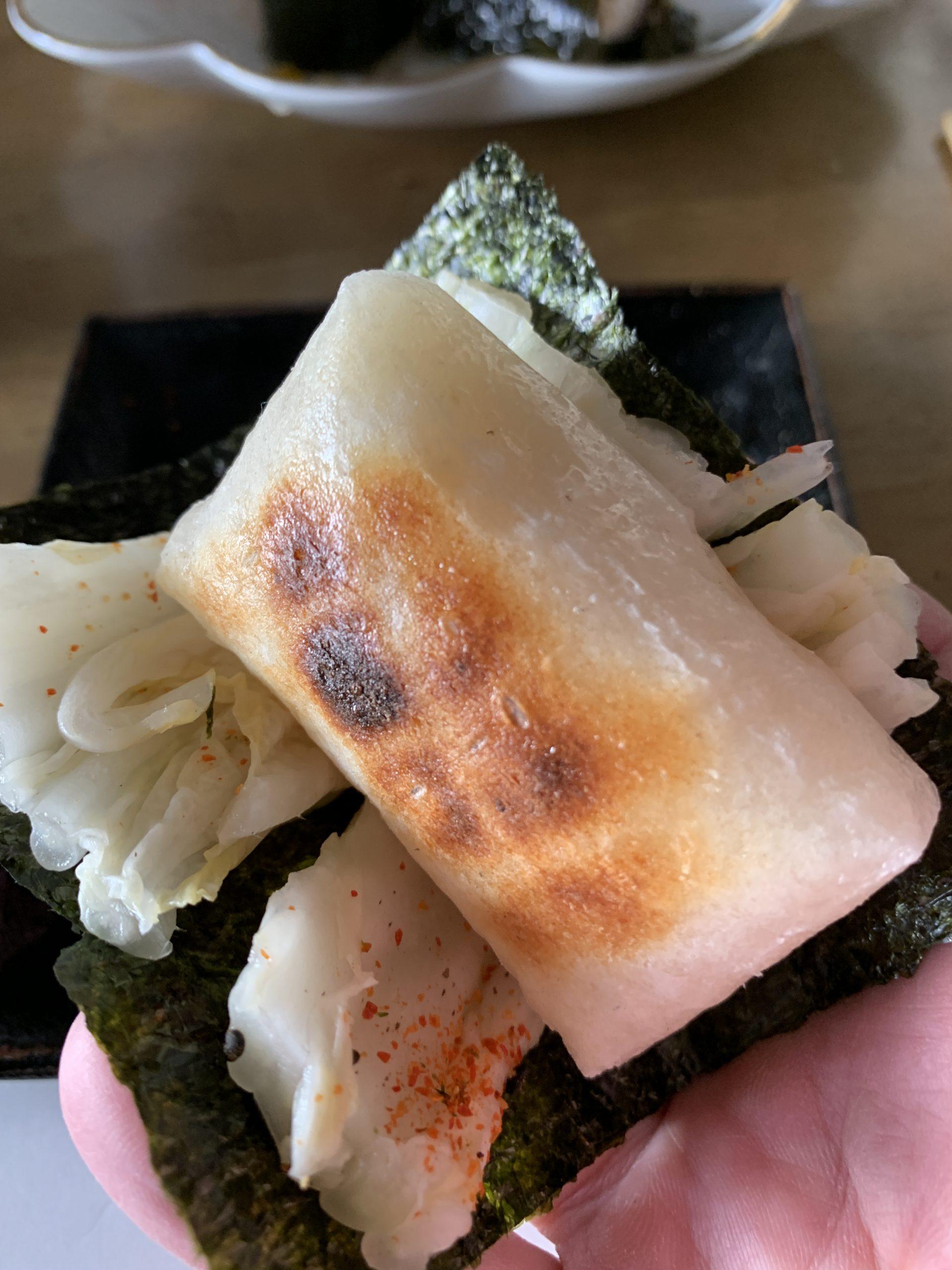 炭火焼き切り餅の白菜巻き