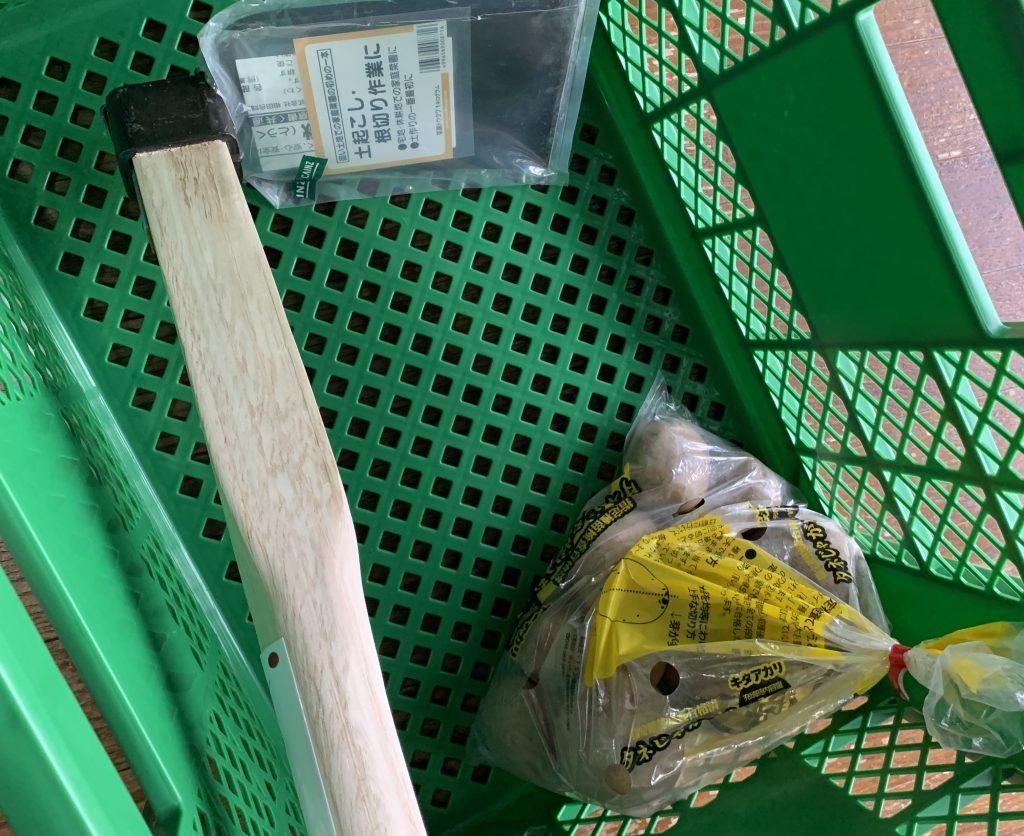 七輪BBQ用に食材作り 唐鍬と種イモとかごを購入